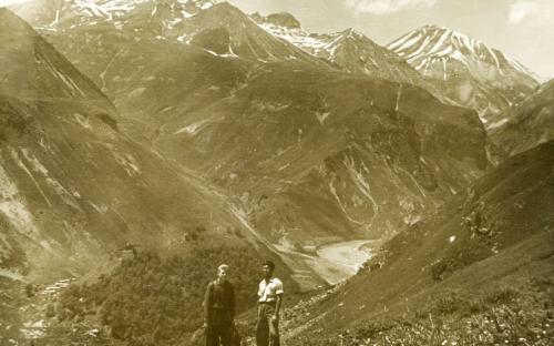 Русский с китайцем братья навек. Мирный Кавказ 1956